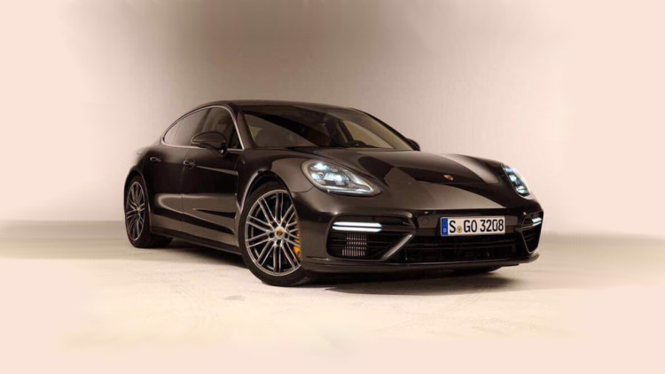 2017 Porsche Panamera leaked looking sporty and sleek