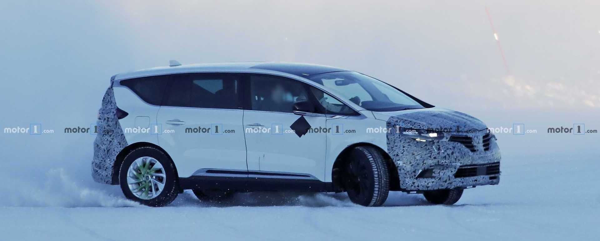 2019 Renault Espace Caught Dancing In The Snow