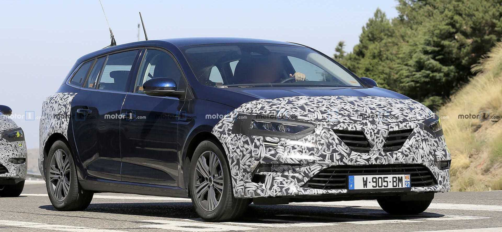 Renault Megane Wagon Facelift Caught With New Headlights, Taillights