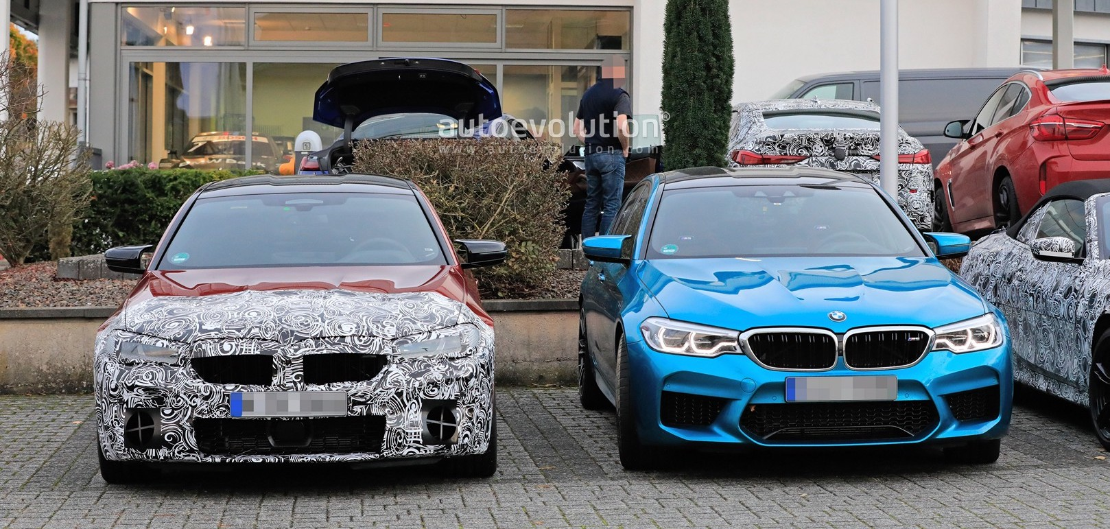 2021 BMW M5 Facelift Spotted Next to Current Model, Differences Are Subtle