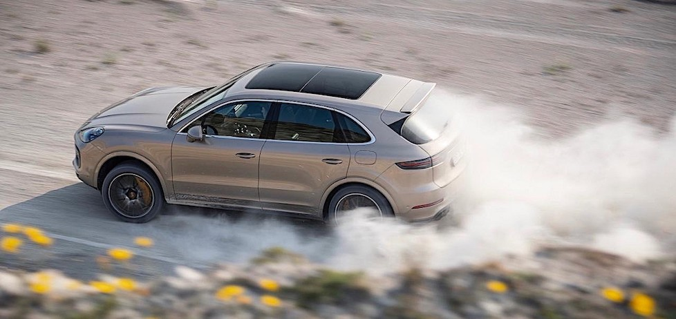 Watch the 680 HP Cayenne Turbo S Accelerate from 0 to 100 KM/H, Reach 300 KM/H